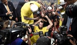Eurolega, la prima volta di Fenerbahce e Datome: Olympiacos dominato