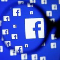 """Facebook, ecco le linee guida segrete per """"moderare"""" temi scottanti"""