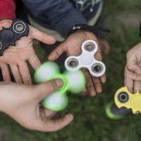 """""""I fidget spinner potrebbero aiutare la concentrazione"""". Ma gli esperti si dividono"""
