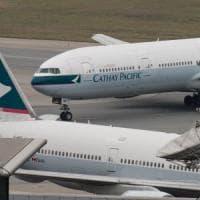 Cathay Pacific taglia 600 posti. Ma la sforbiciata parte dai manager