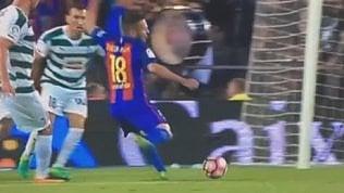 Jordi Alba non conosce fair play.Tuffo incredibile in area: è rigore