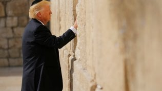 """Trump in Israele al Muro del pianto, prima volta di un presidente Usa videoL'Iran: """"Arma i sauditi, sponsor del terrorismo"""""""