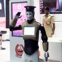 Dubai, arriva il primo poliziotto robot: è autonomo e parla sei lingue
