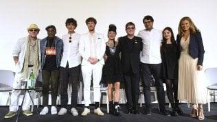 """Elton John premia tre giovani videomaker e attacca MTV: """"Ha creato musicisti senza talento"""""""