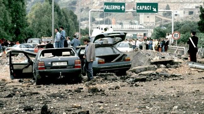 Capaci, 25 anni dopo: vita e morte di Falcone