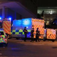 Manchester, attacco kamikaze al concerto di Ariana Grande: 22 morti, anche