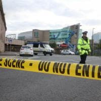 """Attentato a Manchester. La polizia: """"E' stato un kamikaze"""". Bbc: bambini tra le vittime"""