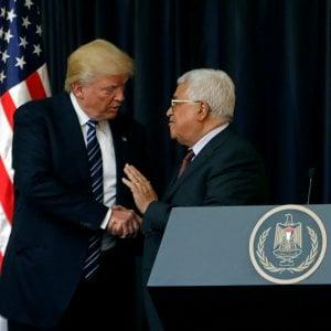 """Trump incontra Abu Mazen: """"Con Israele pace possibile"""". Ma non parla dei due Stati"""