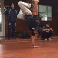 Colombia, la danza dei piccoli criminali di Bogotà che li fa stare lontano