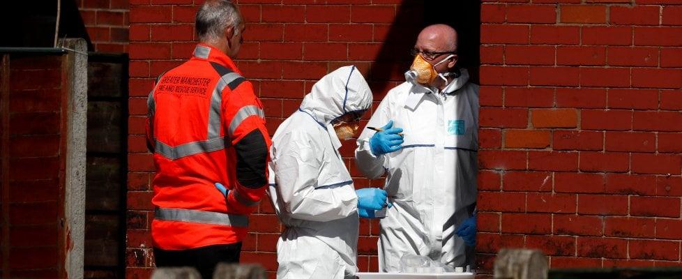"""Manchester, le vittime sono 22. Attentatore è Salman Abedi, 23 anni. May: """"Allerta critico, soldati ai concerti"""""""