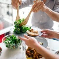 Non solo calorie e grassi,  se il cibo è sano gli integratori non servono