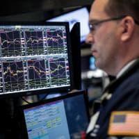 Borse europee in calo. Cina declassata da Moody's