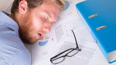 Chi perde il sonno perde anche gli amici è l'ultimo effetto delle notti in bianco