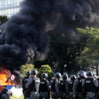 Brasile, scontri e cariche nella capitale: proteste contro Temer, esercito