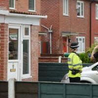 """Attentato Manchester, altri due arresti. Media: """"Abedi segnalato 5 volte"""". La premier..."""