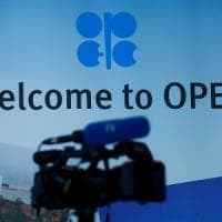 Opec, nuovi tagli alla produzione: nove mesi in più