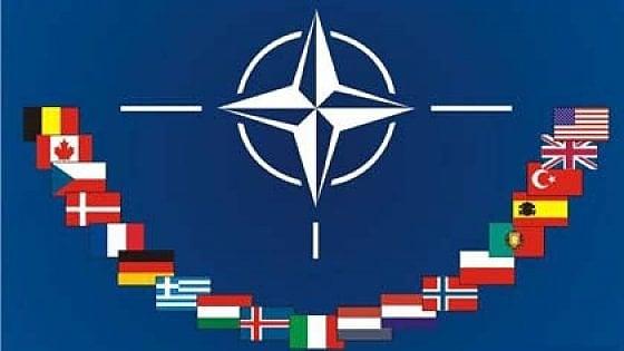 """Nato, Stoltenberg conferma: """"L'Alleanza in campo contro Isis"""". Trump: """"Tutti i membri paghino"""""""