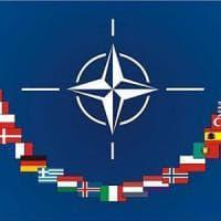 """Nato, Stoltenberg conferma: """"L'Alleanza in campo contro Isis"""". Trump: """"Tutti i membri..."""