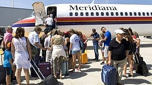 Mentre Alitalia  resta a terra Meridiana (con)vola a nozze