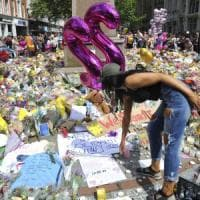 "Attentato Manchester, media: ""Abedi segnalato all'antiterrorismo 5 volte"". May: ""Stop..."