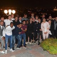 Totti, cena d'addio coi compagni di squadra: foto di gruppo in terrazza