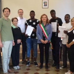 Il Comune che diploma i richedenti asilo: così Abdou è diventato un volontario comunale