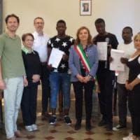 Il Comune che diploma i richedenti asilo: così Abdou è diventato un volontario