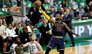 Basket, playoff Nba: Cleveland vola alle Finals, LeBron meglio di Jordan