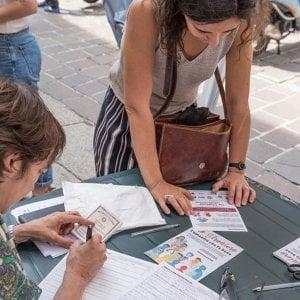 """Legge Bossi-Fini, """"Ero straniero days"""", firme in decine di città per superarla"""