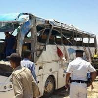 """Egitto, spari contro convoglio di bus di cristiani copti: """"35 morti"""", molti bambini"""