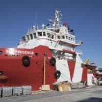 La nave di Msf con 1500 migranti dirottata a Napoli: