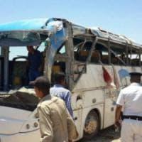 Egitto, strage di cristiani copti: l'Isis rivendica. Raid egiziani con Haftar.