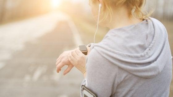 Fitness tracker da polso non sono precisi,  sbagliano a contare le calorie