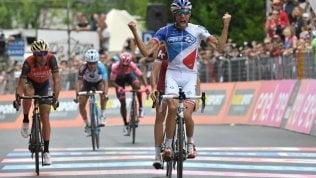 Pinot vince, Nibali guadagna 4''Quintana rosa, Dumoulin tieneOggi la cronometro decide tutto