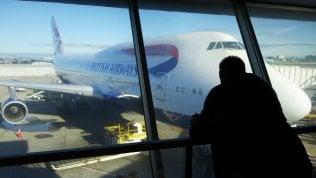 British Airways prova a far ripartire gli aerei dopo blocco informatico. Oggi sciopero Alitalia: cancellati 200 voli