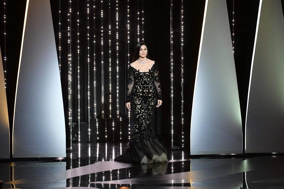 """Cannes, Monica Bellucci chiude la 70esima edizione del festival: """"Spero ci siano più registe donne"""""""