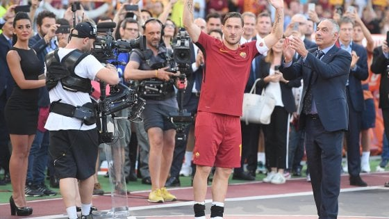 """La Roma è seconda, e poi la festa di Totti. Il capitano: """"Adesso ho paura"""""""