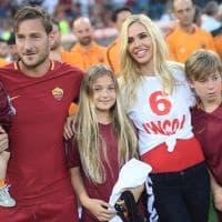 """""""Ciao Capitano"""": il lungo abbraccio dell'Olimpico a Francesco Totti"""