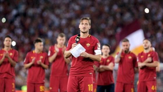 """Totti, il discorso d'addio: """"Spegnere la luce non è facile, adesso ho paura"""""""