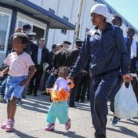 """Migranti, l'accusa di Strasburgo ai Paesi Ue: """"Ricollocato un solo minore dei cinquemila..."""