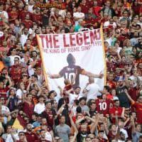 Omaggio a Totti, gli striscioni più belli dell'Olimpico