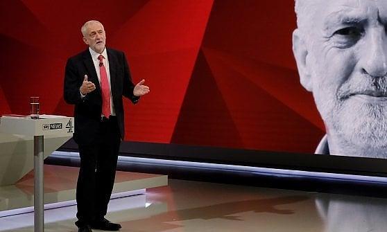 Gran Bretagna al voto, confronto tv May-Corbyn: il leader laburista cavalca la rimonta nei sondaggi