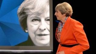 Duello tv May-Corbyn, la premier non è in palla: leader laburista cavalca il vantaggio nei sondaggi