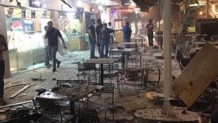 Ramadan si macchia di sangue:Isis fa esplodere autobomba davanti a gelateria di Baghdad
