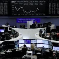 Borse europee deboli. Spread in crescita sui timori del voto anticipato