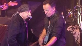 Sorpresa al live di Little Steven:Springsteen sul palco per il bis