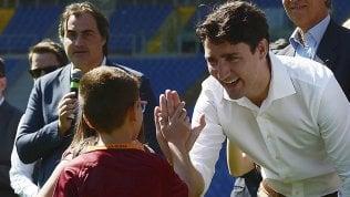 Justin Trudeau incanta l'Italia: da Amatrice alla Sistina alla maglia numero 10 di Totti foto