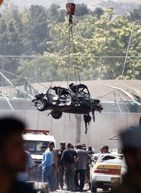 Afghanistan, autobomba a Kabul provoca vittime e feriti: danni all'ambasciata francese e tedesca