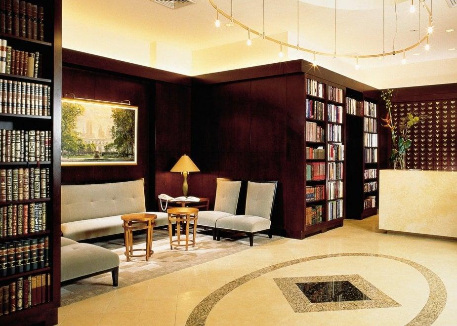 Library hotel: alberghi per rifugiarsi tra i libri