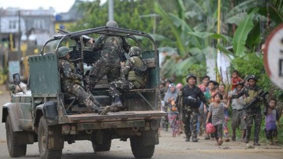 Filippine, 10 militari uccisi da fuoco amico durante raid aereo contro islamisti